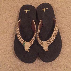 Sanuk cheetah print sandals